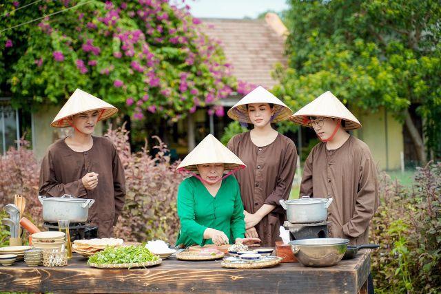 Mạc Văn Khoa, Tiểu Vy, Phát La tới làng rau Trà Quế, học nấu Mì ...