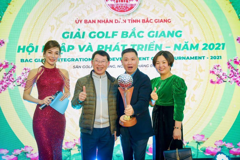 MC Hải Anh cùng golfer tại Bắc Giang giải Golf Hội nhập và phát triển 2021