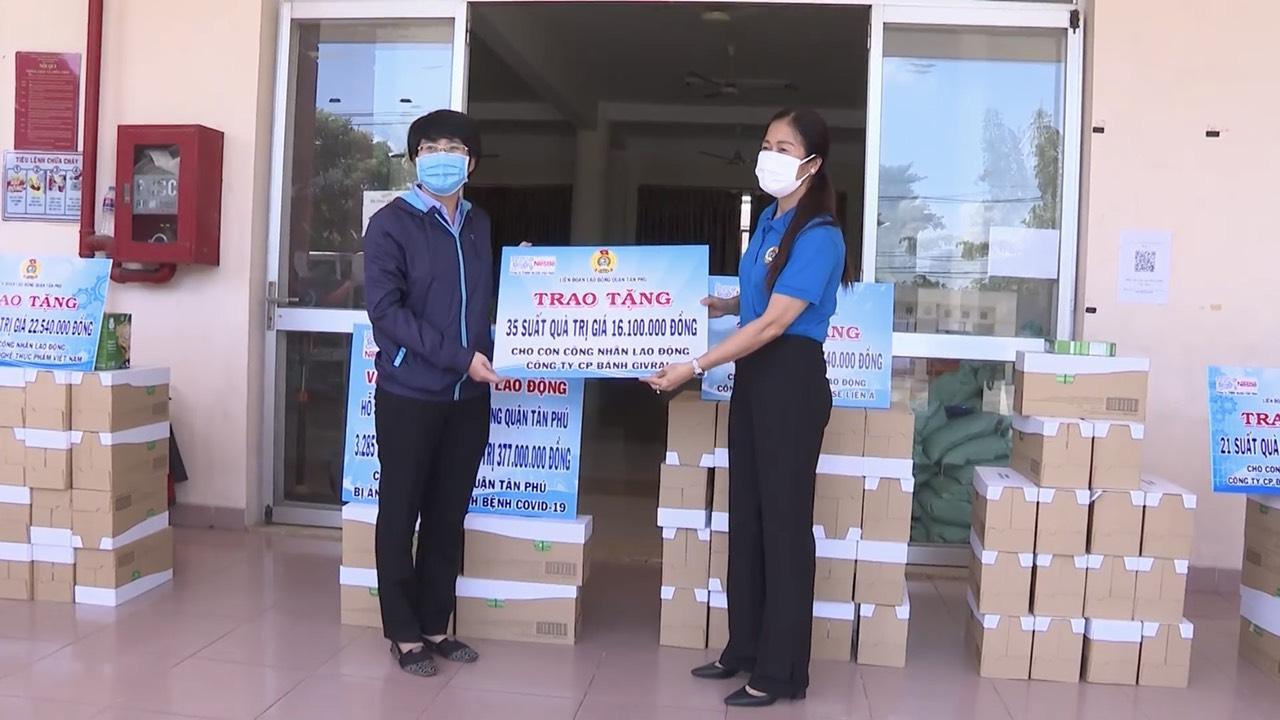 Nestle Viet Nam Phoi Hop Voi Lien Doan Lao Dong Tp. Hcm Trao Qua Cho Cong Nhan Bi Kho Khan Do Dich Covid 19